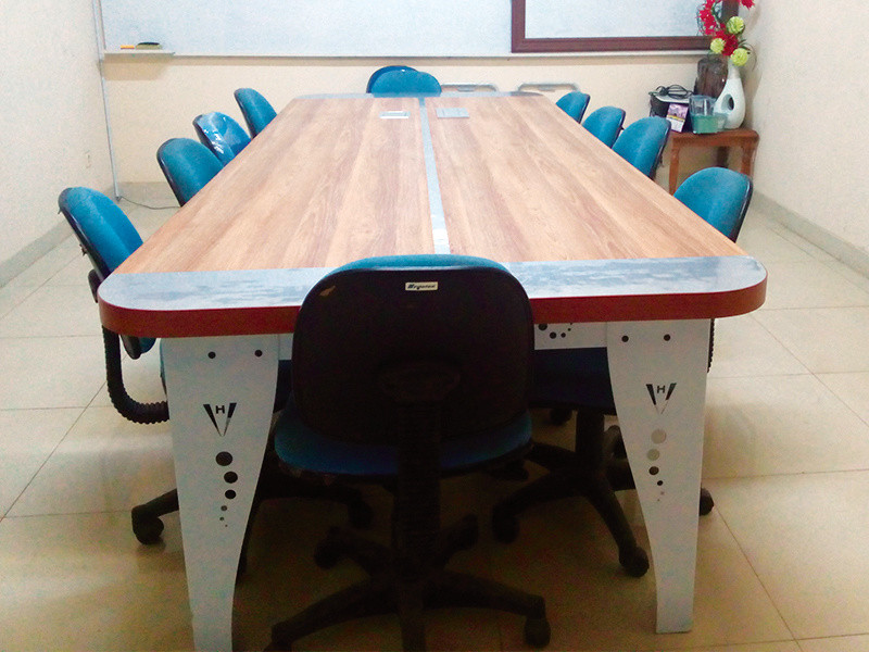 Meeting-Desk-01.jpg