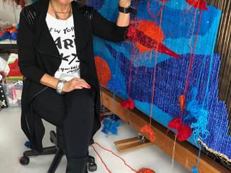 Fargerik tekstilkunst til Galleri-utstilling