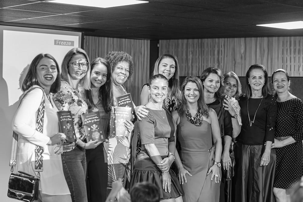 Daniela Mello acompanhada das integrantes do Grupo Mulheres do Brasil/Núcleo Recife. Imagem: Gregório