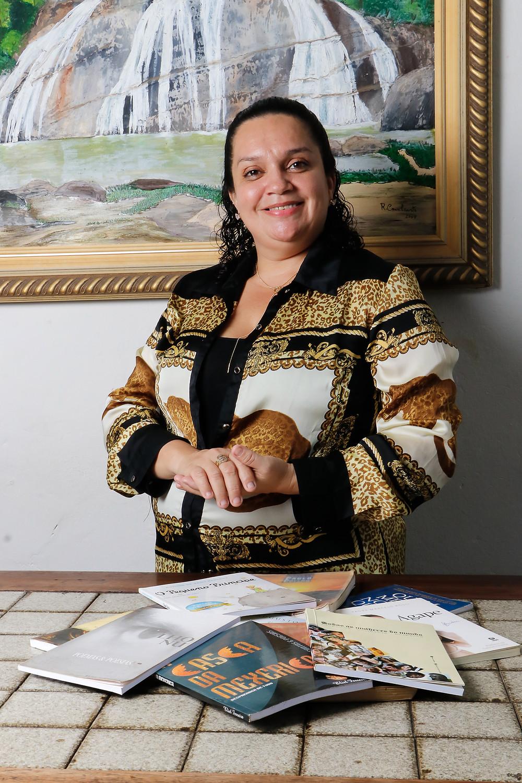 A professora Sandra busca ensinar em sala de aula questões de valores humanos para contribuir com o desenvolvimento humanístico dos alunos. Crédito: Diêgo Albuquerque Fotografia