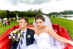 В свадебной карете.