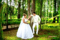 Антон  и Юлия. Хвойный лес