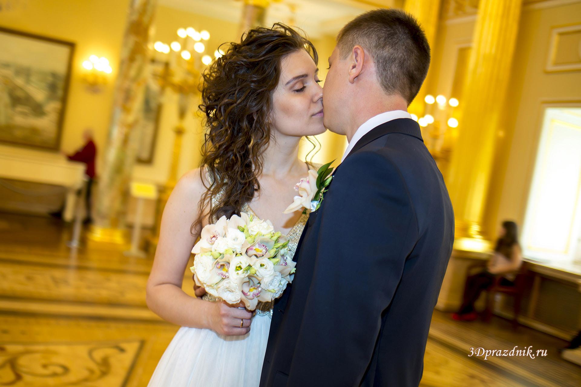 Поцелуй любви Руслан и Венера