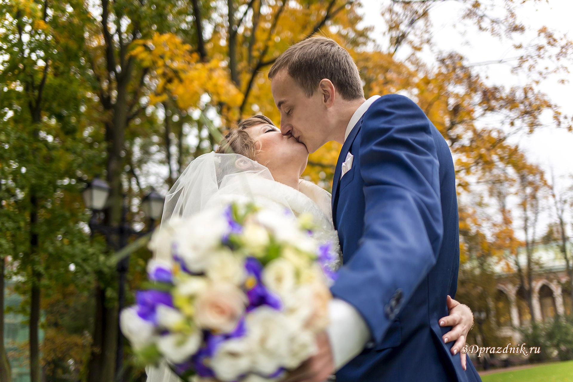 Поцелуй. Свадебный букет.
