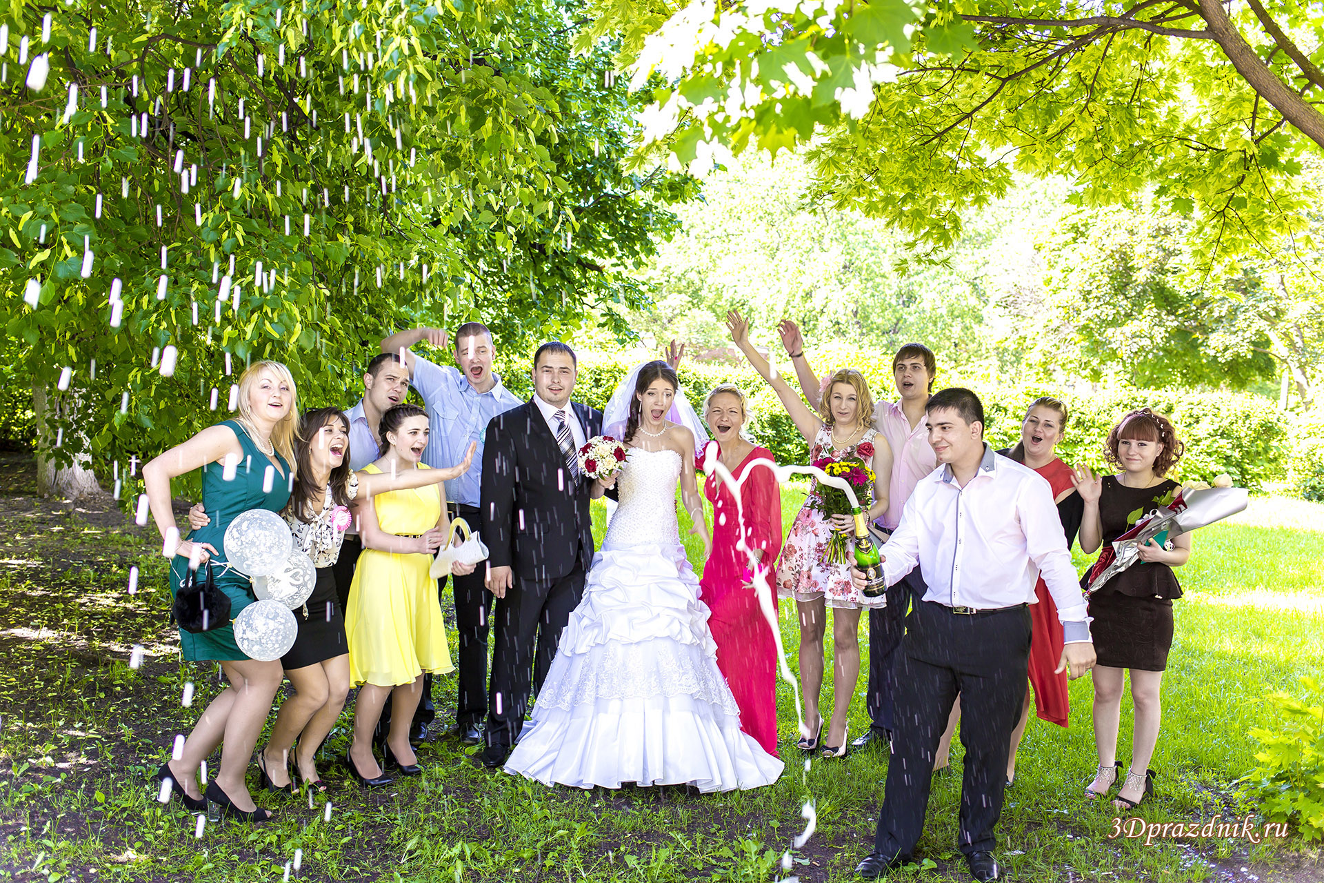 Брызги свадебного шампанского.