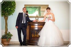 Жених и невеста. Камин в ЗАГСе