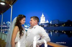 Жених и невеста. Вечерняя Москва.