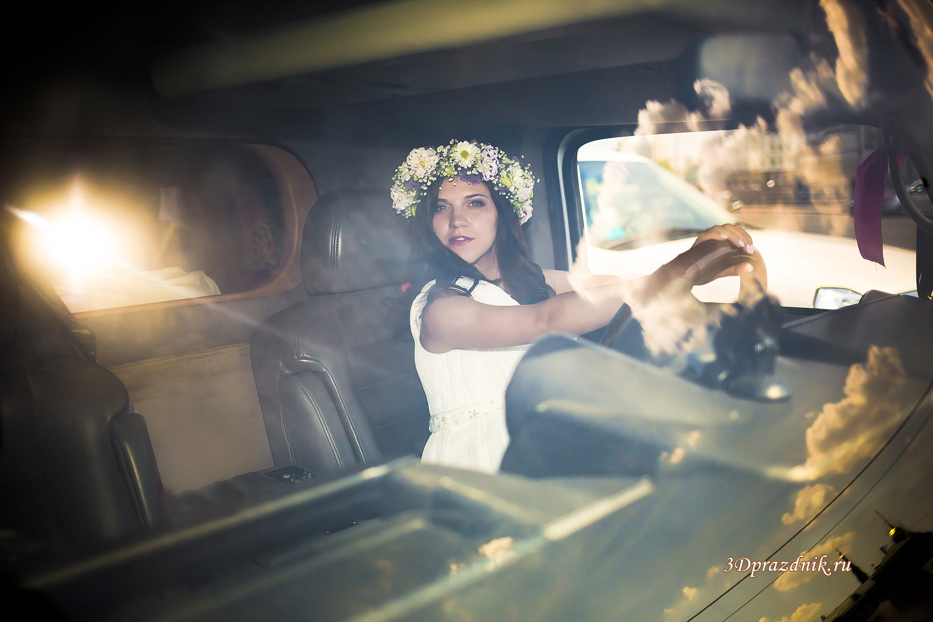 Невеста Елена за рулем лимузина