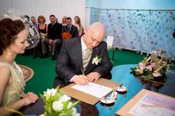 Подпись в книге регистрации брака.