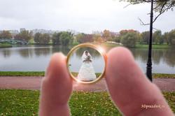 Невеста в обручальном кольце