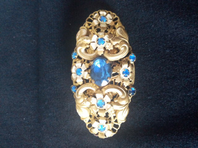 Broche ovale vintage