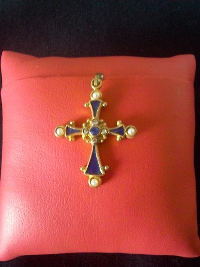 Croix perle et émail bleu marine