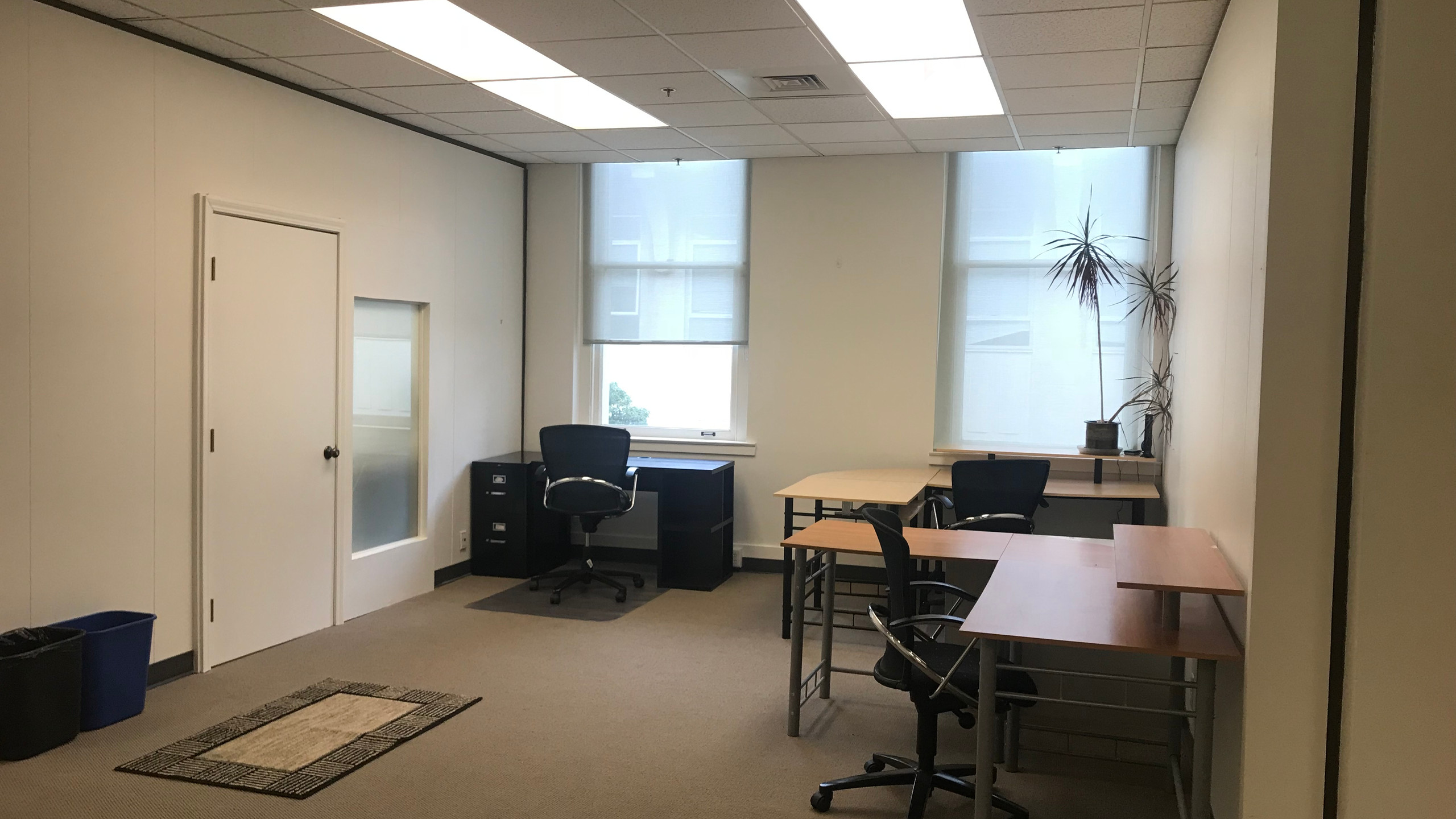 Desks available to rent