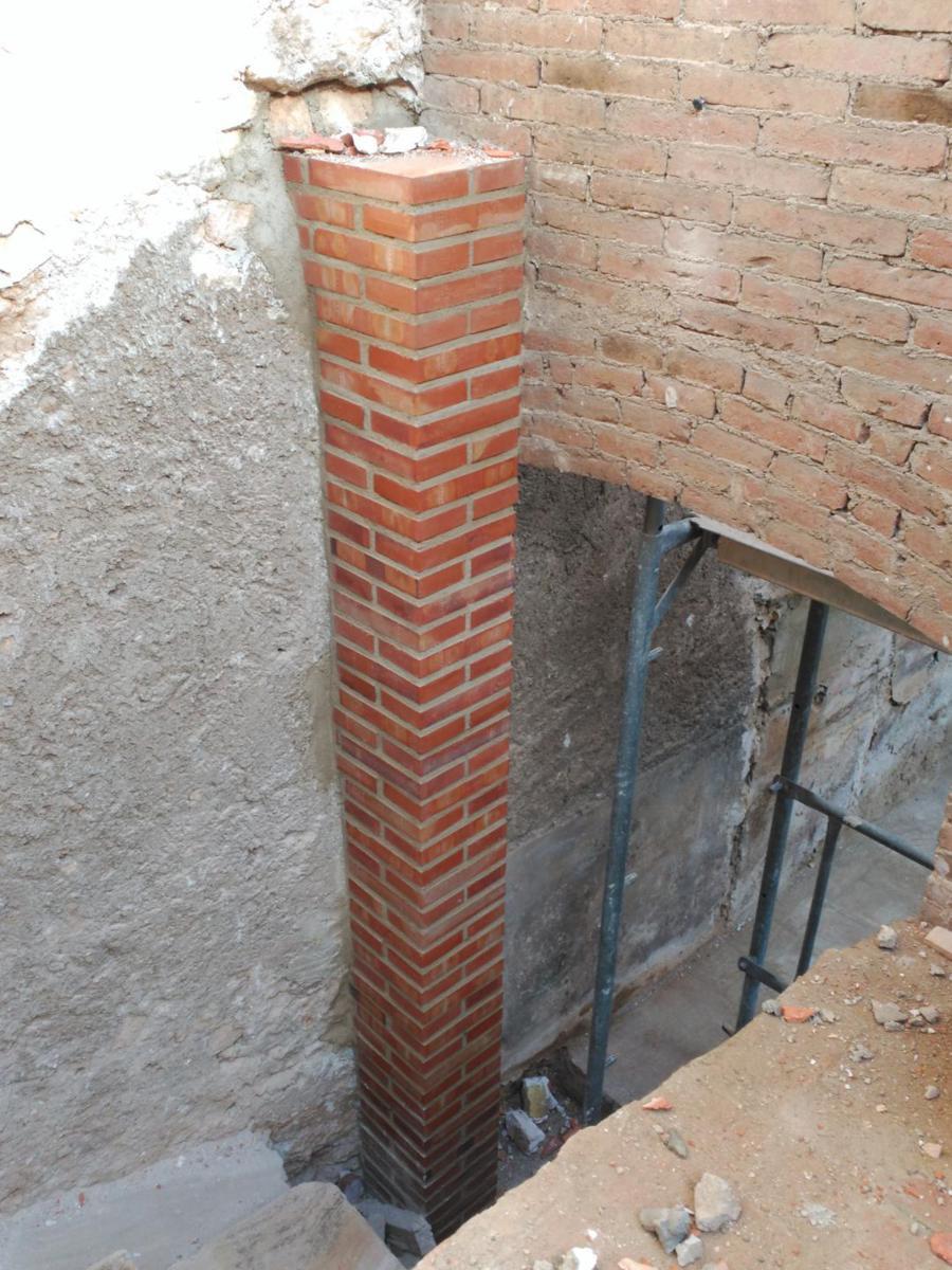 Primeres construccions de l'obra