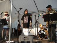 2006-北美作家避难城联盟访问团和诺贝尔文学奖获得者索英卡(Wole Soyinka)以及爵士乐大师Olive Lake 来匹兹堡看望黄翔并同台演出