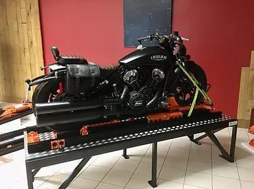 La moto est en place.webp