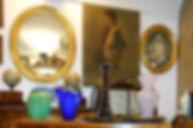 Vasi di Murano, specchiera, quadri del negozio di Gabriele Reggio