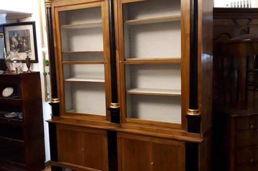 Realizzazione di una libreria con materiali antichi