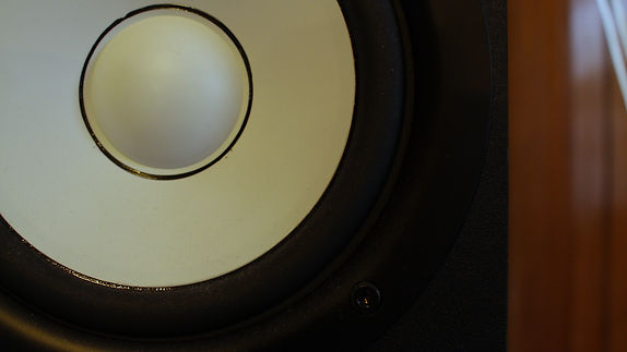 monitor-speaker-run-and-drum-media