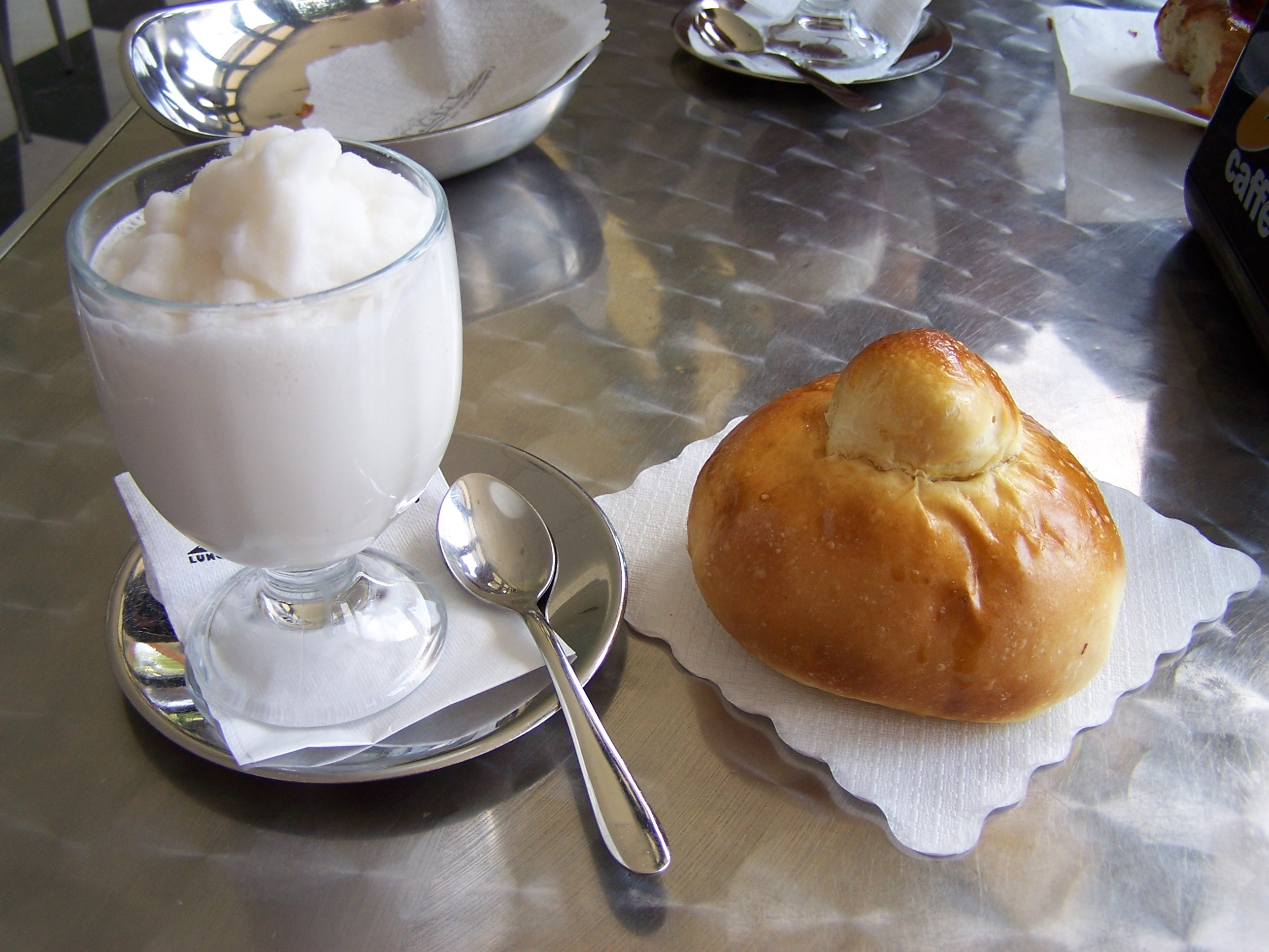 Granita with almonds and brioche