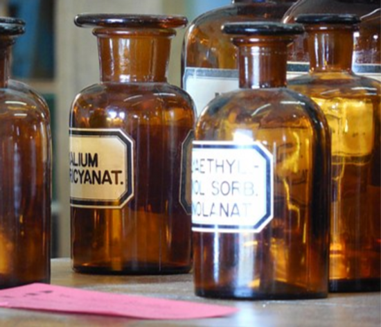 apothecary-730292__340_edited.png