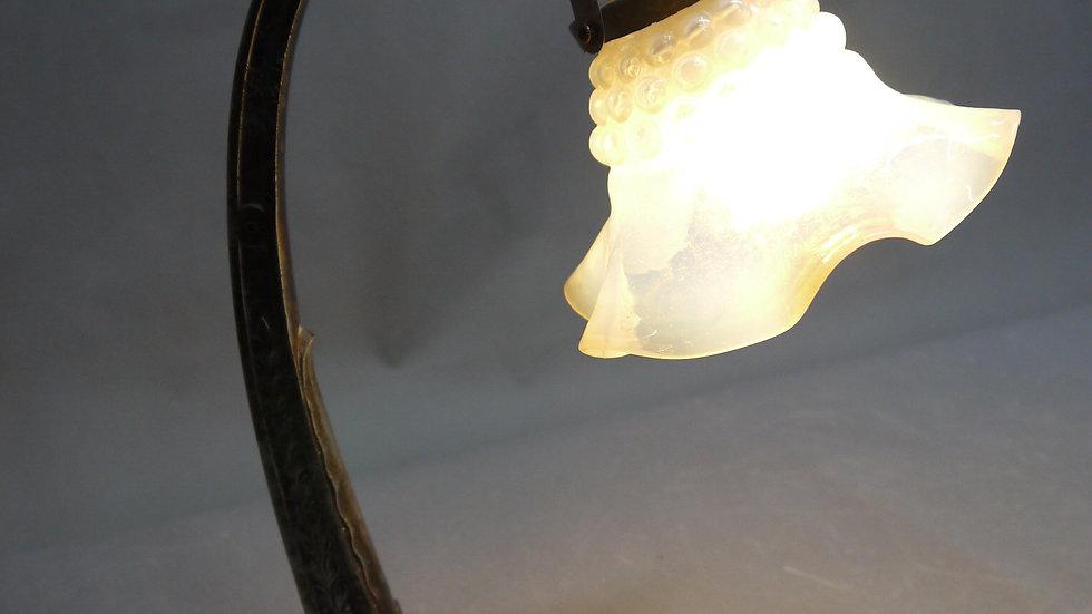 Sehr schöne Jugendstil-Tischlampe, mit originalem Glasschirm...