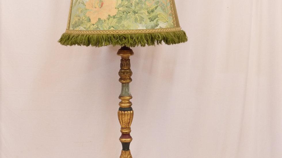 Stilvolle, ältere Stehlampe