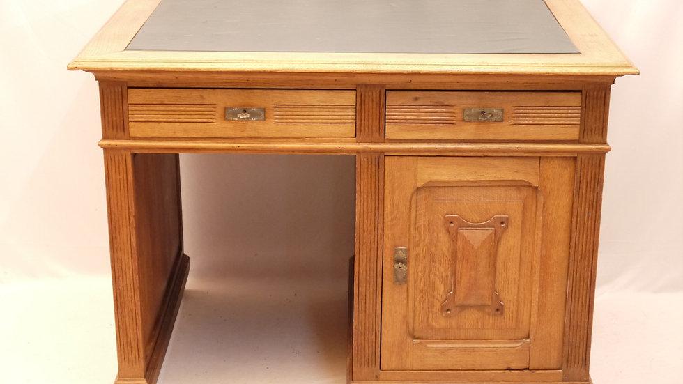 Seltener kl. Eichen-Schreibtisch um 1900...