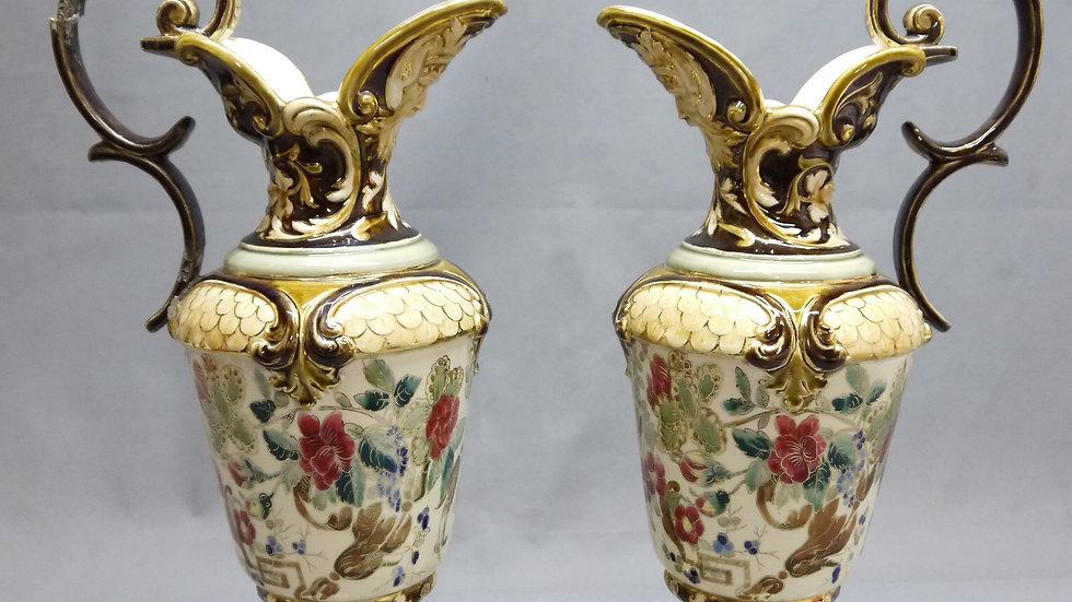 Paar imposante Historismus-Henkel-Krüge, Keramik, um 1900...