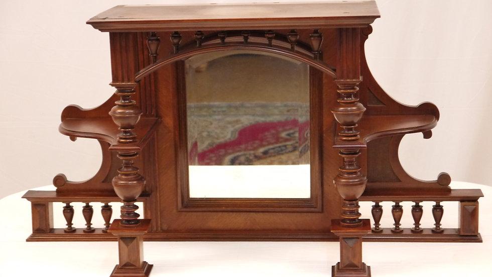 Stilvoller Vertiko-Spiegel-Aufsatz, Historismus um 1880, Nußbaum