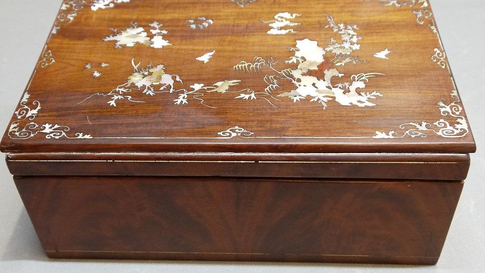 Stilvolle, alte, intarsierte Holz-Schatulle um 1900