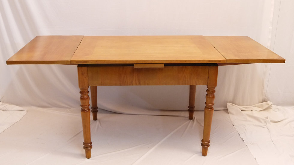 Sehr schöner Eschen-Auszugtisch um 1880...