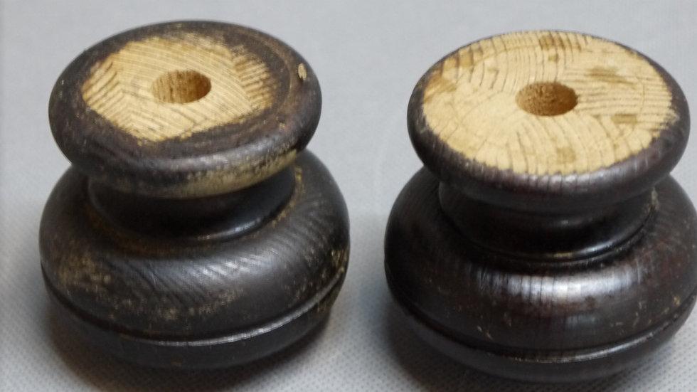 Paar originale Historismus-Möbelfüße, Weichholz, dunkel gebeizt -D-