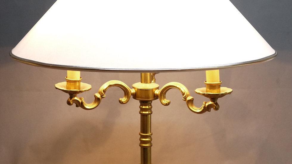 Sehr schöne & stilvolle ältere, 3 flammige Messing-Tischlampe