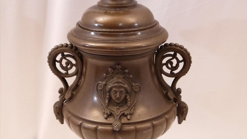 Stilvoller, älterer Amphoren-Lampenfuß, bronzefarben...