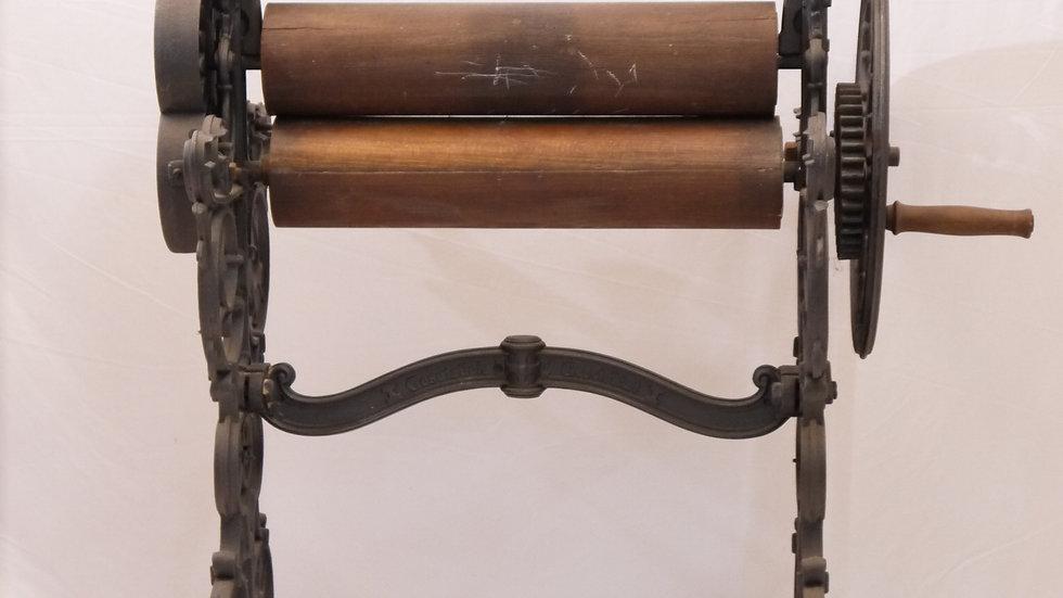 Sehr schöne alte Wäschemangel...um 1880