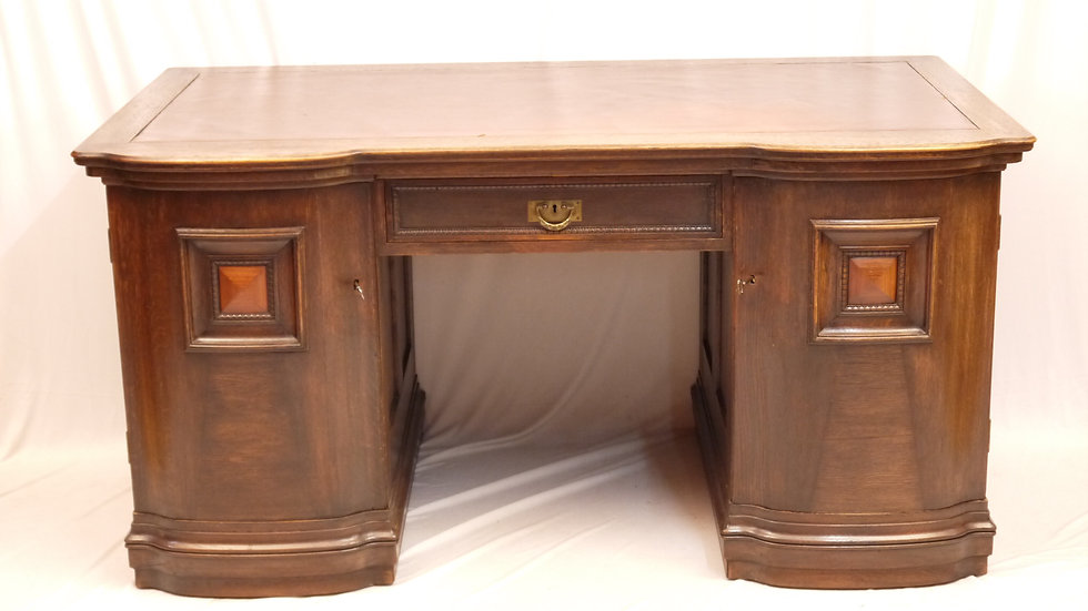 Großer, schwerer Eichen-Schreibtisch um 1920