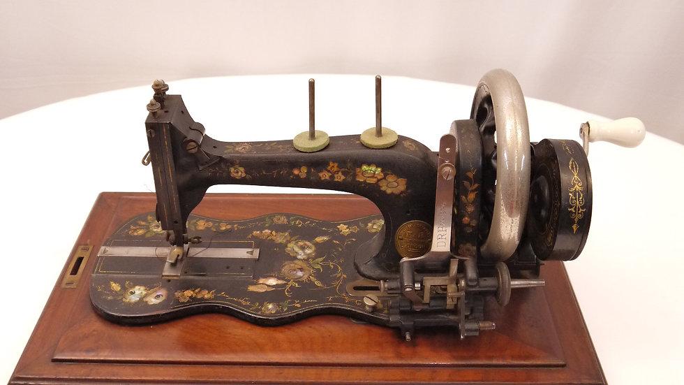 Schöne, alte Nähmaschine in originalem Holzkoffer, um 1880/1900...