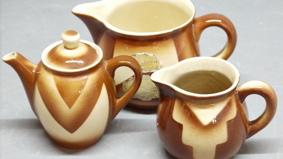 3x schöne Bunzlauer-Keramik, braunes Spritzdekor, um 1920/1930...