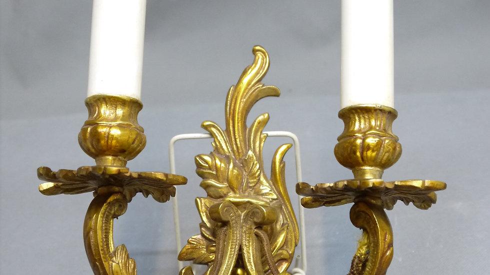 Ältere, stilvolle Messing-Wandlampe, 2 flammig...