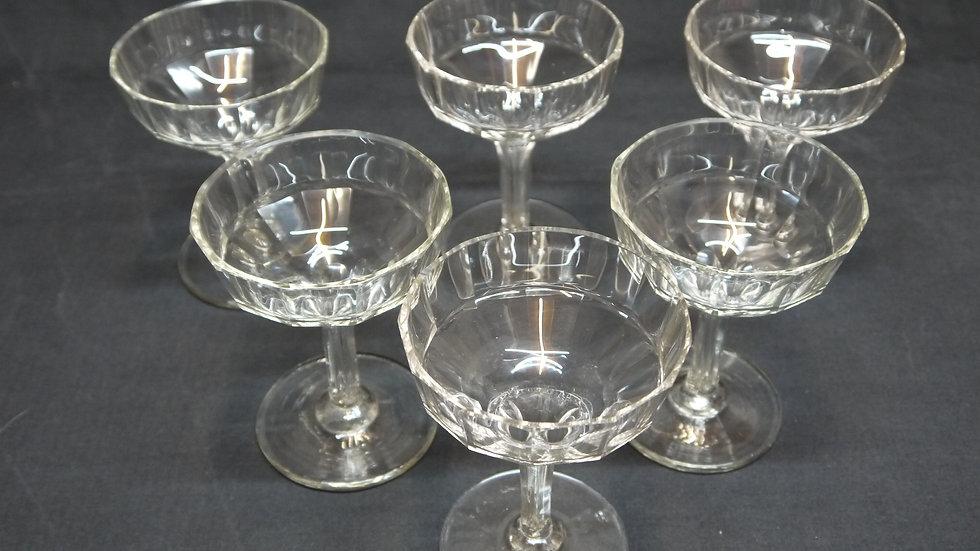 6 sehr schöne ältere Champagne-Schalen, stilvoll beschliffen...