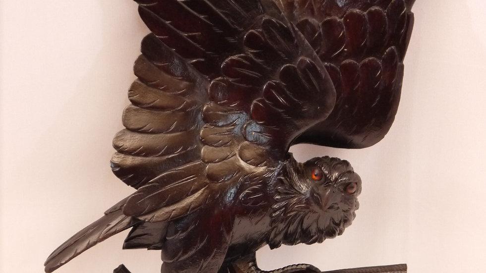 Kleine, jagdliche Wandgarderobe, Greifvogel, um 1900...