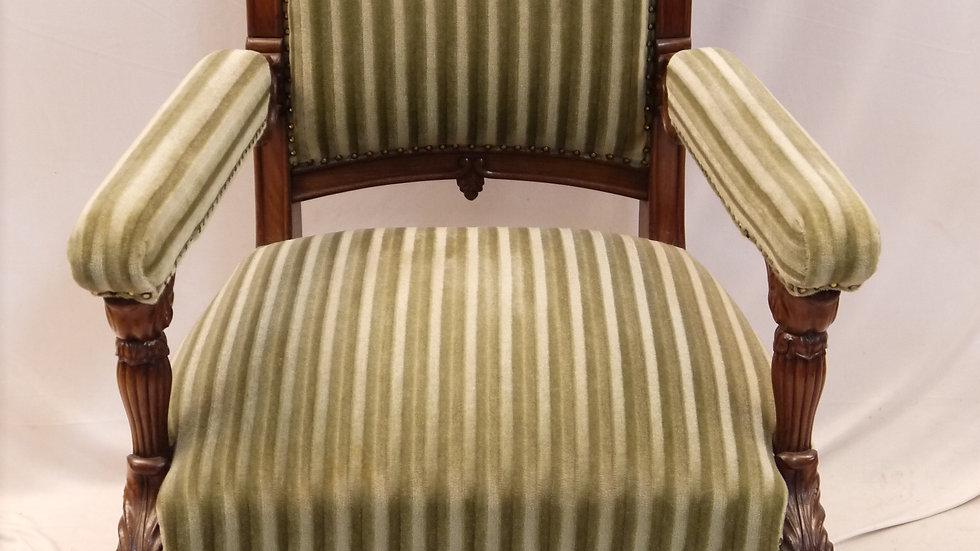 Sehr prunkvoller Mahagoni-Sessel um 1850