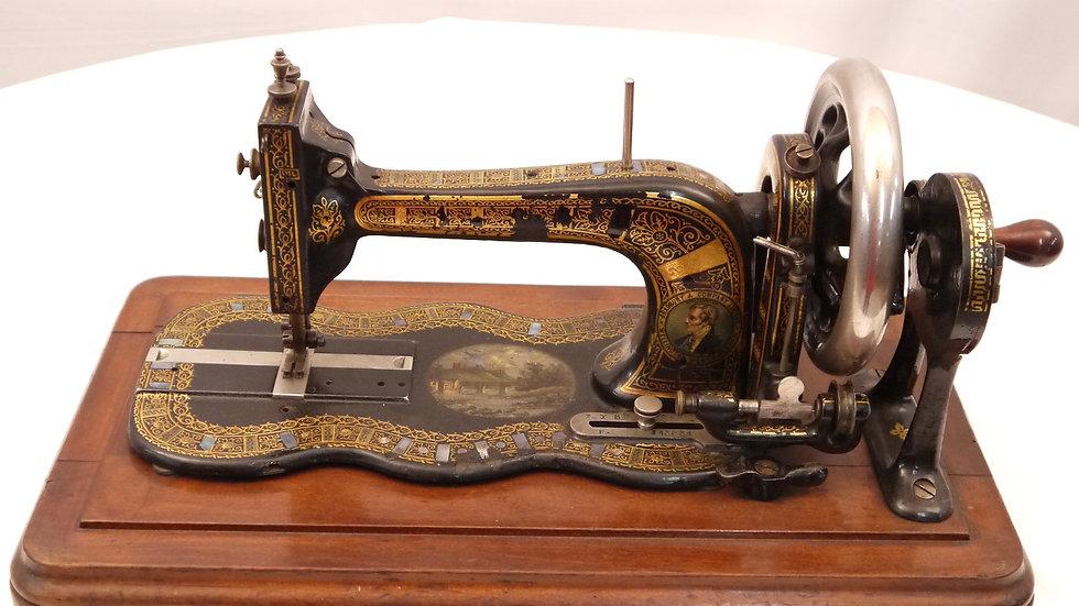 Sehr schöne, alte Nähmaschine in originalem Holztransportkoffer, um 1875/1890...