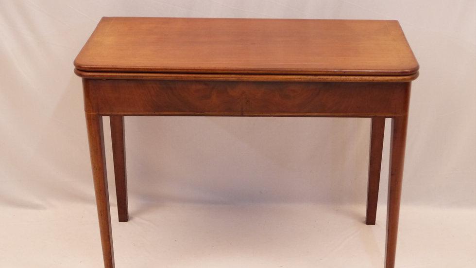 Sehr schöner Biedermeier-Spieltisch, Mahagoni um 1830/1850...