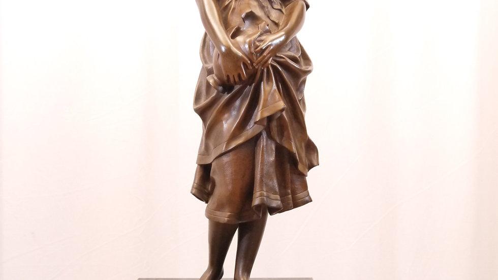"""Schöne, große Bronze Figur auf Marmorsockel """"Frau mit zerbrochenem Krug"""""""