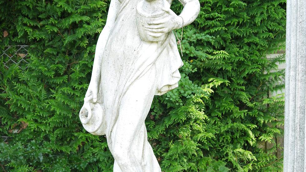 """Schöne & stilvolle Park/Garten Dekoration: """"Frau mit zwei Krügen"""""""