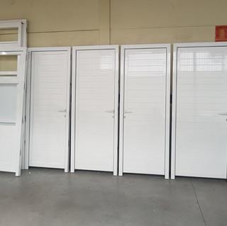 Puertas de lamas horizontales.jpeg