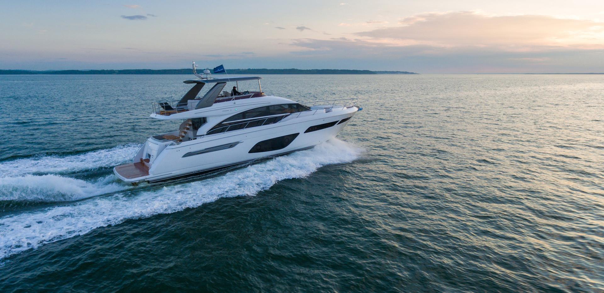 f70-exterior-white-hull-5.jpg