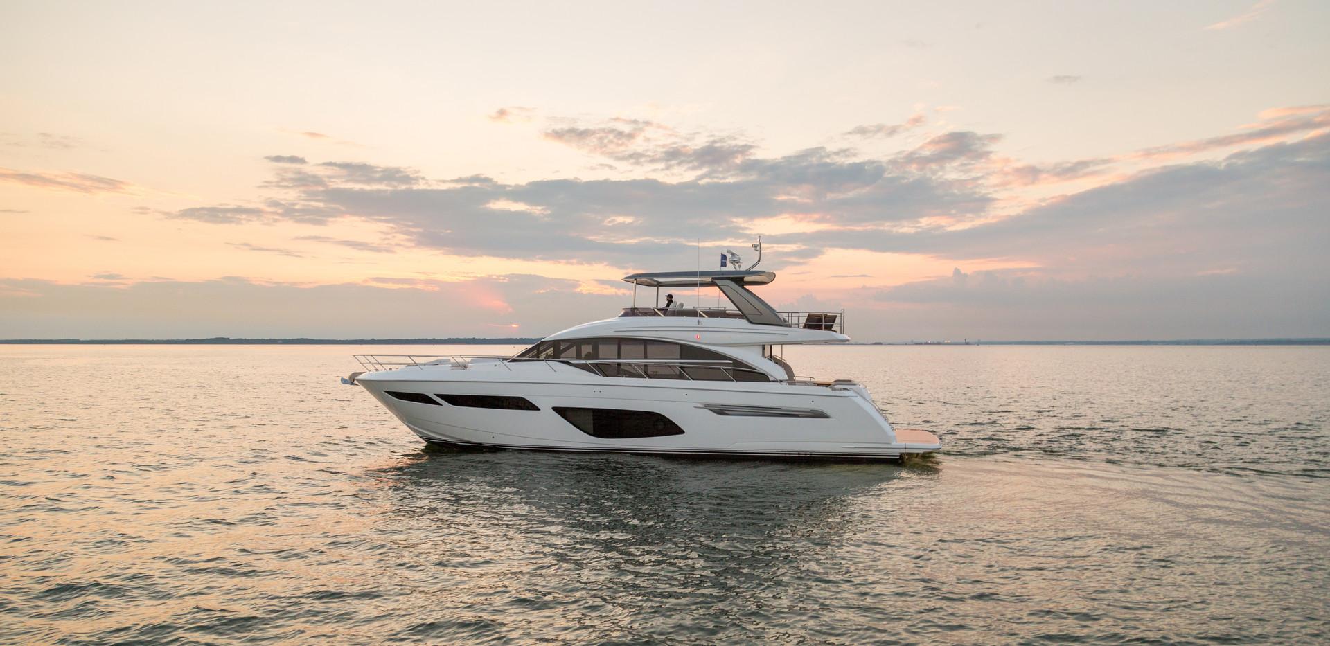 f70-exterior-white-hull-13.jpg